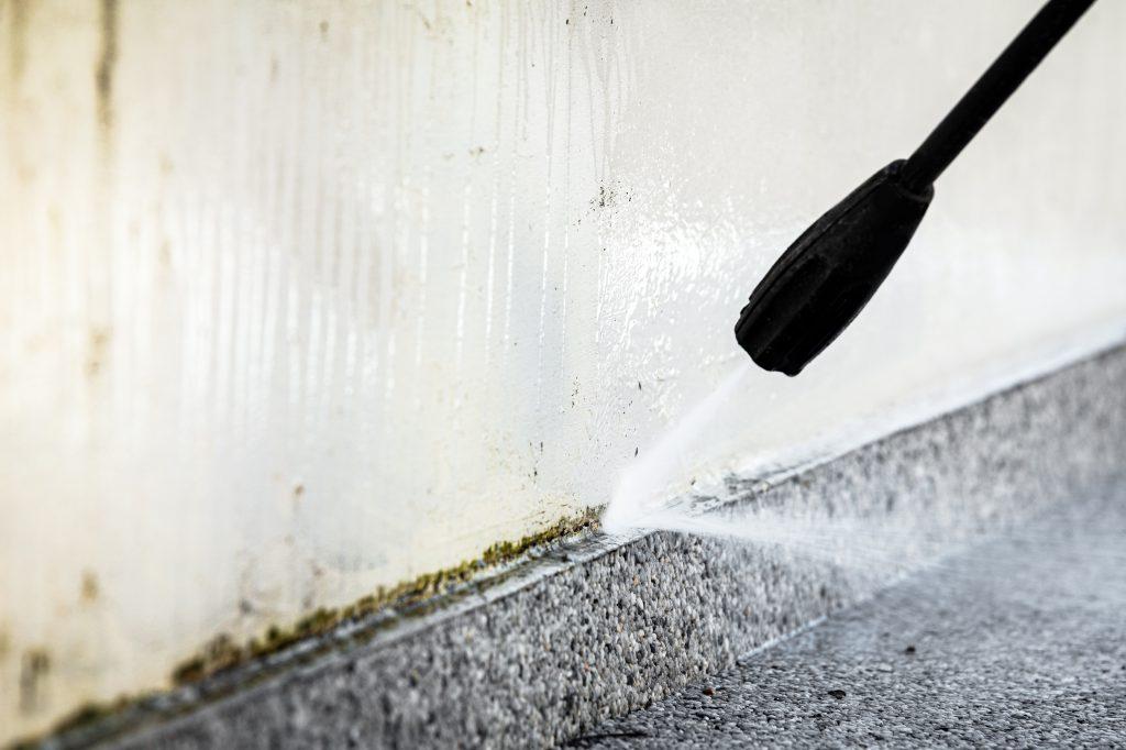 苔の高圧洗浄